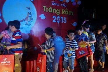 VIFON organized the Full Moon Festival for children in the company.