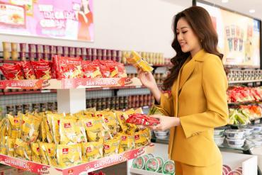 Hoa hậu Khánh Vân mua sắm tại VIFONMart